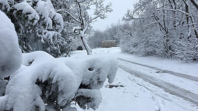 Utakat zártak le a hó miatt Vas megyében
