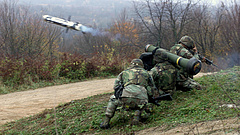 Az USA ingyen fegyverzi fel az oroszok szomszédját