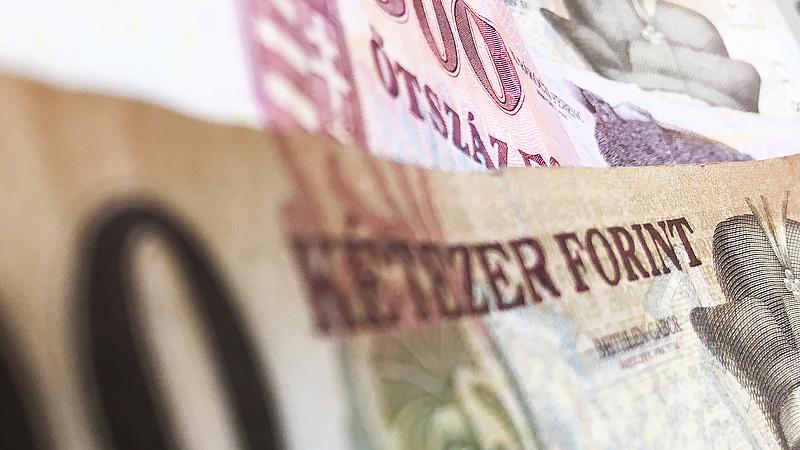 Két kézzel szórták a pénzt a választás előtt Balog minisztériumában