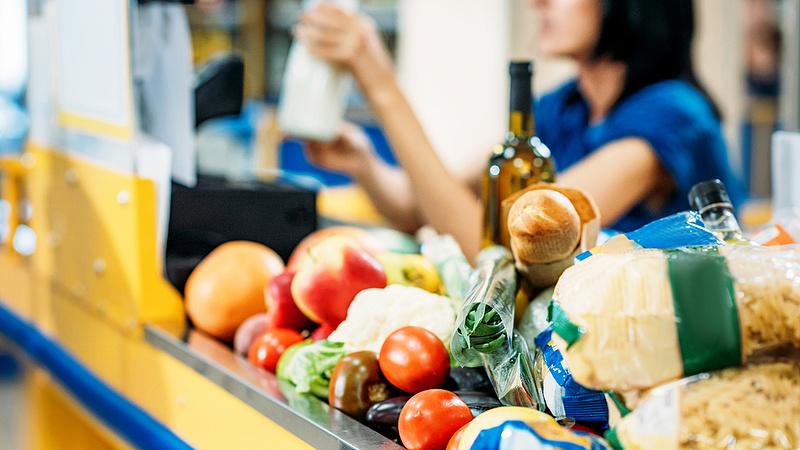 Az élelmiszeres boltok forgalma a drágulás közepette is elszabadult