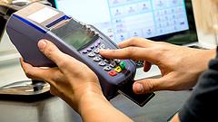 Napi 12 milliárdért bankkártyáztak a magyarok