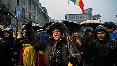 Tízezrek tüntettek a korrupció ellen a szomszédban