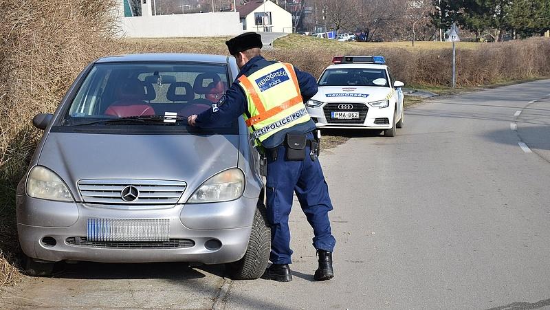Elegük lett a rendőröknek - minden szabálytalan autóst megbüntetnek Siófokon