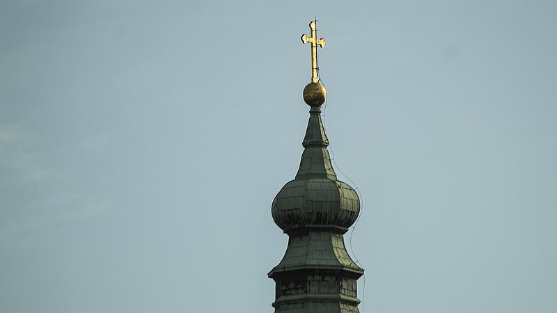 Tejben-vajban füröszti az egyházakat jövőre az Orbán-kormány