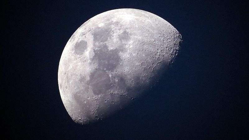 A Holdba zuhant egy kínai műhold