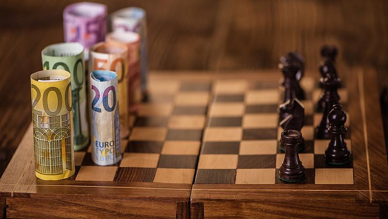 Március végéig 9000 milliárd forintot költ el a kormány