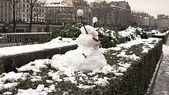 Megbénította a havazás Párizst