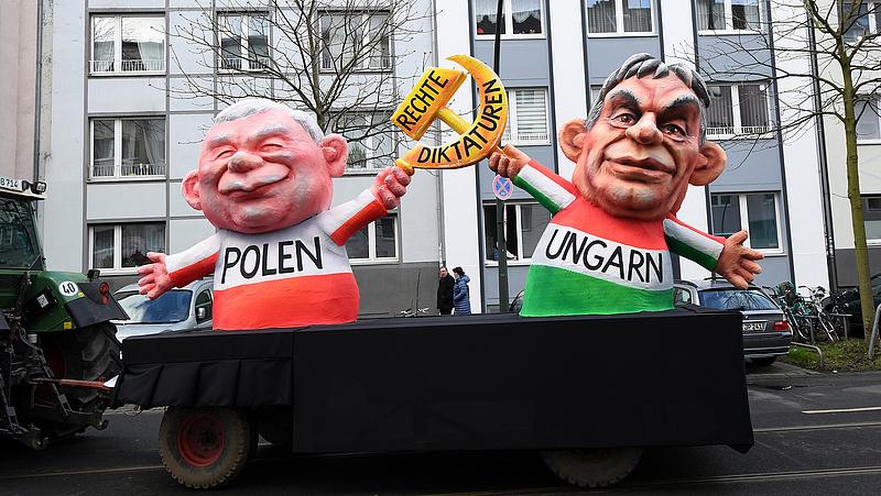 Kaczynski felsorakozott Orbán mellé