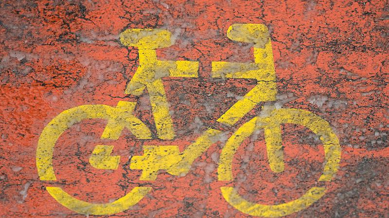 Tesztelik már a világító kerékpárutat