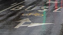 Új elővárosi buszsávokat festenek fel