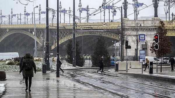 Két hídon is forgalomkorlátozás lesz Budapesten