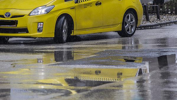 Bajban a fővárosi taxisok - elbocsátás, tulajdonosváltás, ételszállítás