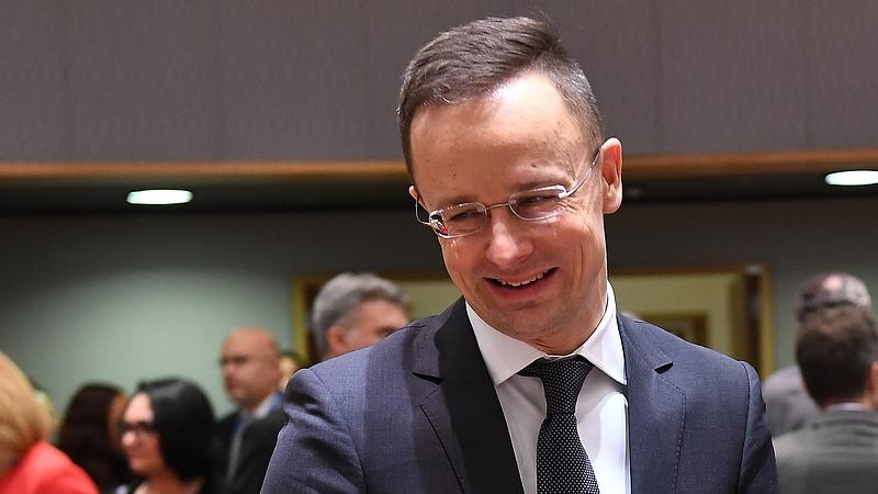 Szijjártó bekérette a svéd nagykövetet