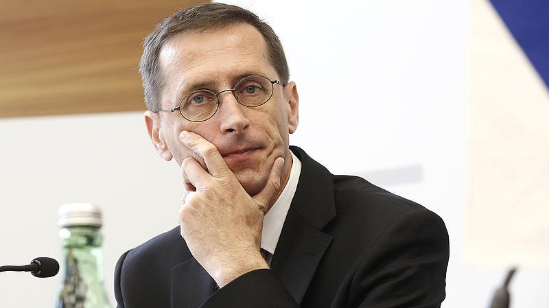Kiterjesztik a kormány munkaerőpiaci programját - megszólalt Varga