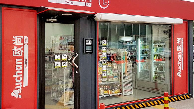 753e7d425f Eladó nélküli boltokkal támad az Auchan. Teljesen automata  konténerboltokkal ...