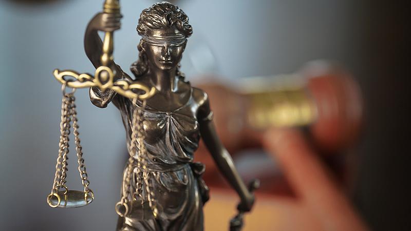 Megszűnnek a közigazgatási és munkaügyi bíróságok