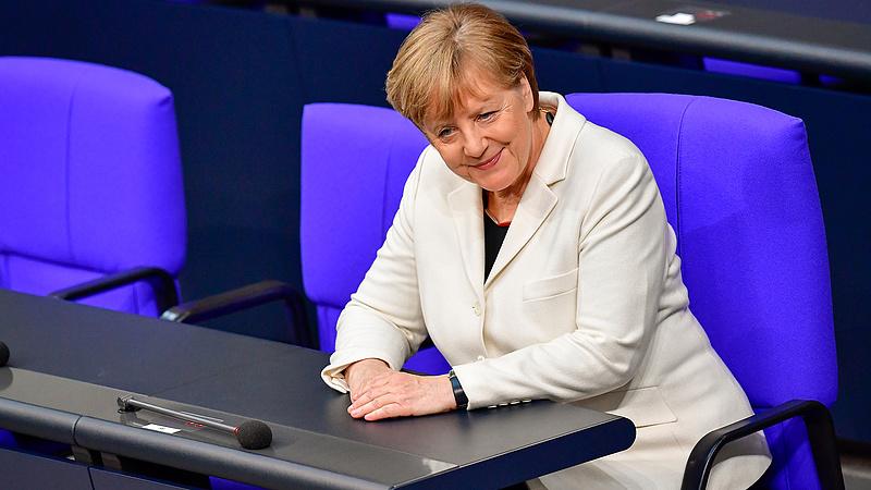 Merkel feltámadt, mindenkit leradíroz