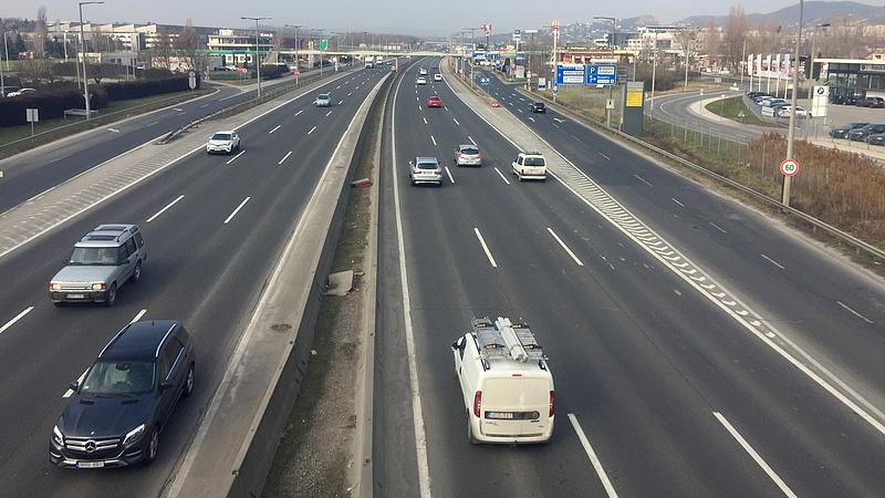 Lezárják az M1-es bicskei lehajtóját Győr felé a hétvégén
