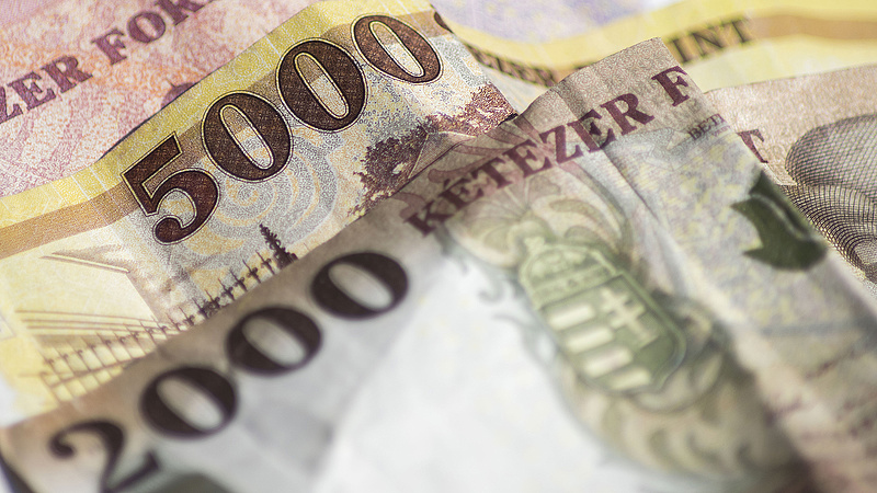 317 forint körül járt az euró jegyzése
