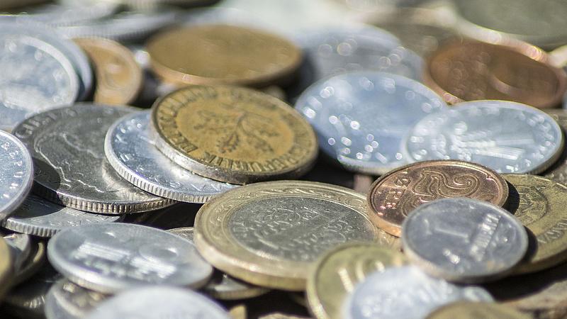 Gyengüléssel kezdi a csütörtököt a forint