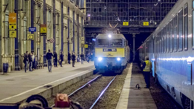 Megindult a vonatközlekedés a Budapest-Záhony vonalon
