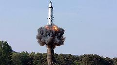 Kim Dzsongun nem mond le az atomfegyverekről