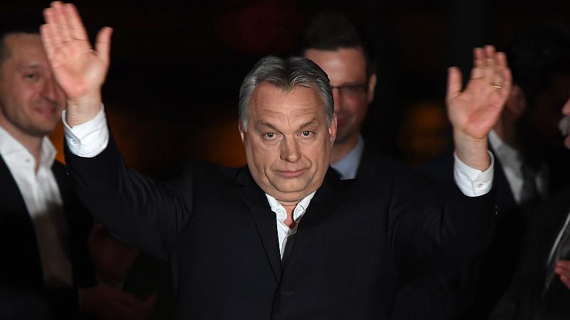 """Az uralkodó, aki """"elragadtatással értesült"""" Orbán győzelméről -  de ezt csak most közölte"""