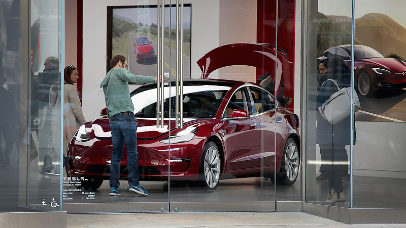 Tesla-csőd miatt aggódnak a befektetők