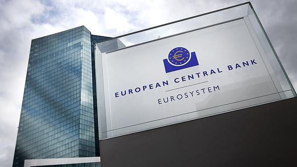 Itt a bejelentés: döntött az európai jegybank