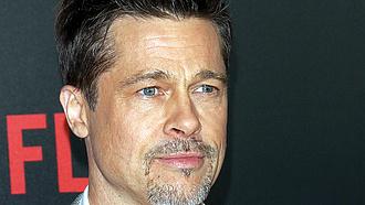 Megérkezett Brad Pitt ruhakollekciója: 330 ezer forint egy póló