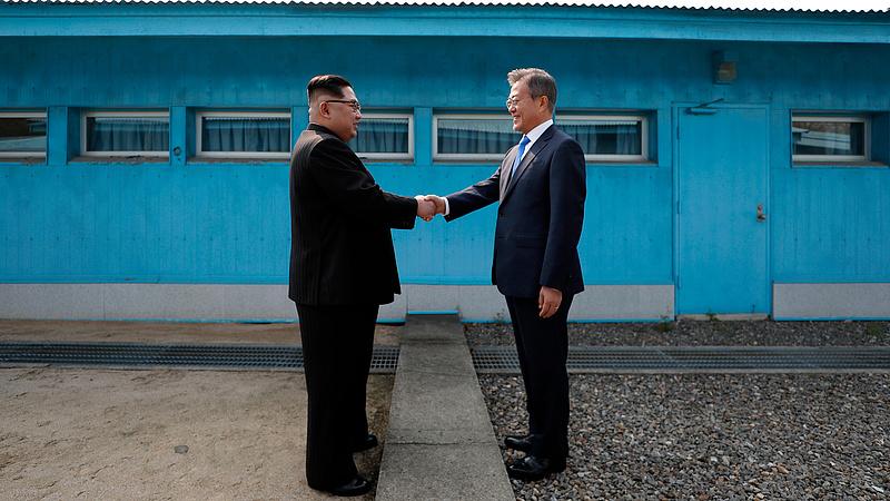 Viccelni is volt ereje az észak-koreai vezérnek