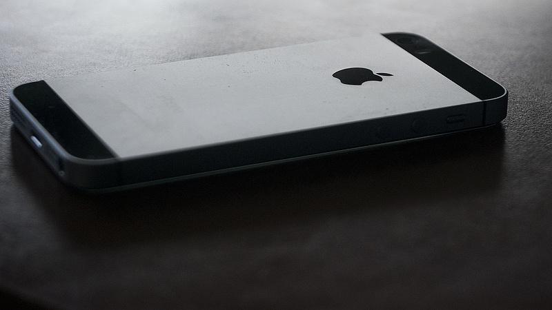 Egy üzenettel megbéníthatók az iPhone-ok