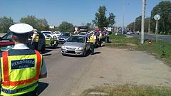 Megszállta az utat a rendőrség - mindenkit megállítottak