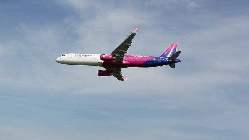 """Kiderült, mennyi pénzt kapott a Wizz Air a """"légi hídért"""""""