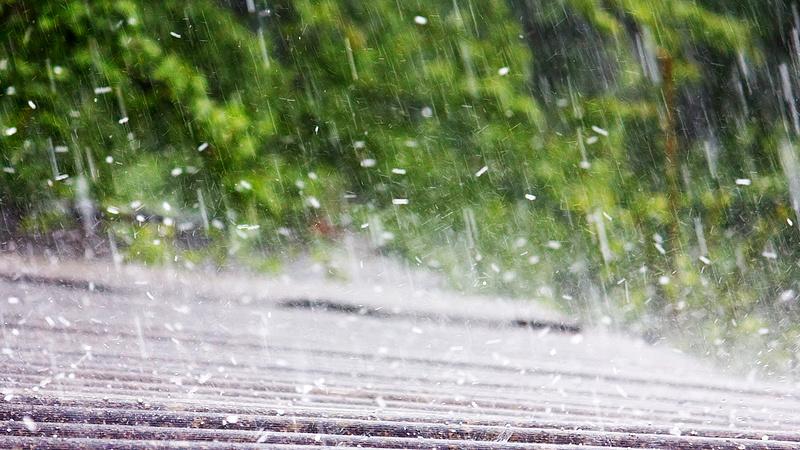 Időjárás: egy nap alatt 7 fokot hűl a levegő, jön a jégeső