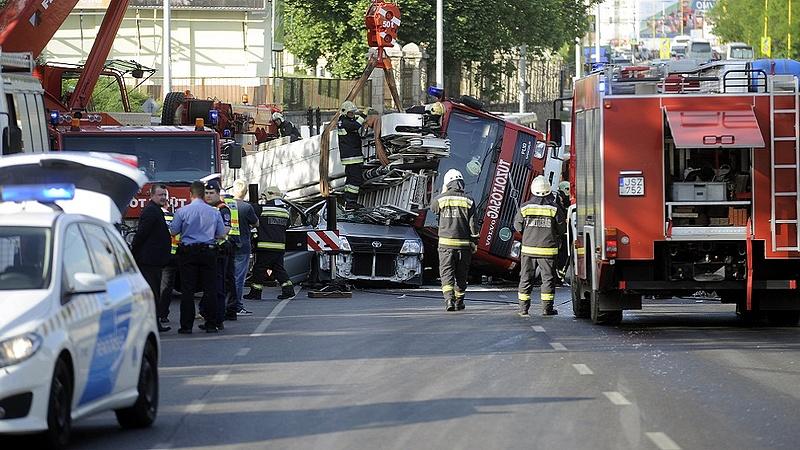 Halálos baleset a Budaörsi úton, hatalmas dugóra kell készülni