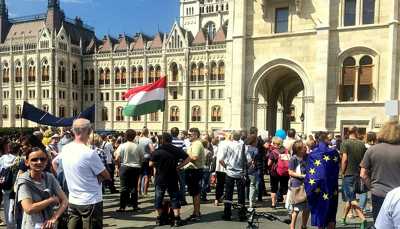 Tiltakoznak a kormány újabb szigorítása ellen