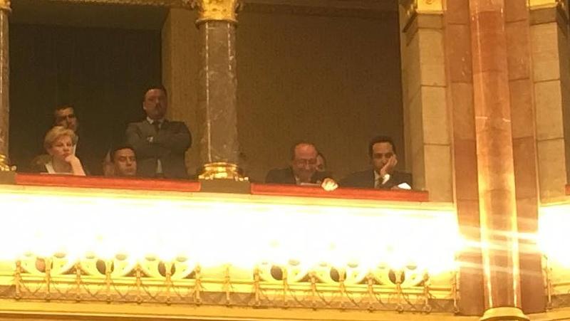 Érdekes vendéget fotóztak le a Parlamentben - korábban nemzetbiztonsági kockázatnak minősítették