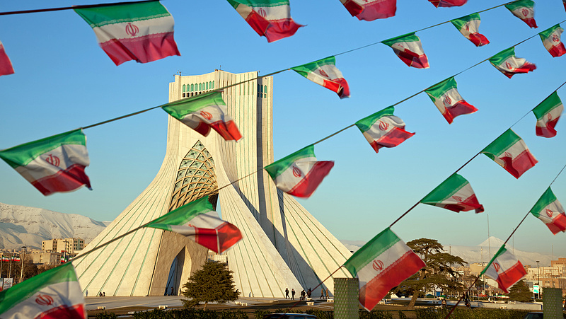 Most éppen Irán atomprogramja borítja a bilit