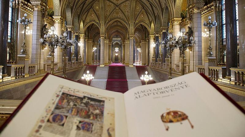 Kell az alkotmányban rögzített adókulcs? Döntöttek a magyarok