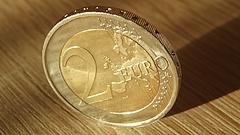 Zuhan az euró - liftezik a forint (frissített)