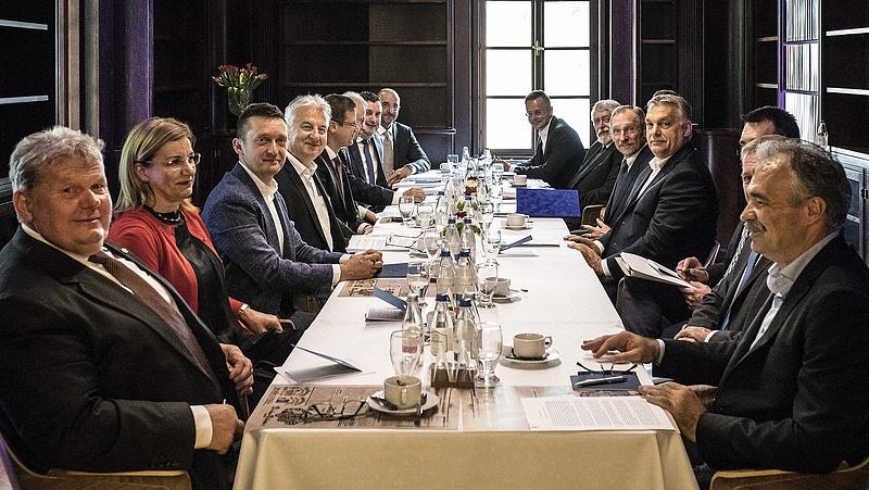 Kiderült, mennyit adóztak a miniszterek
