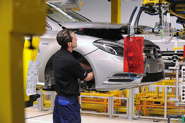 Leállt a termelés a kecskeméti Mercedes-gyárban, 3 hétre