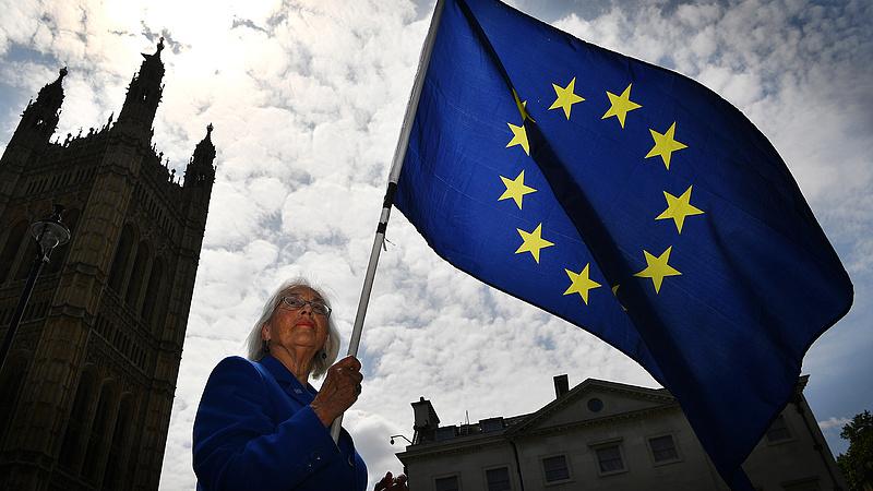 A Munkáspárt keresztbe fekszik a brexitnek