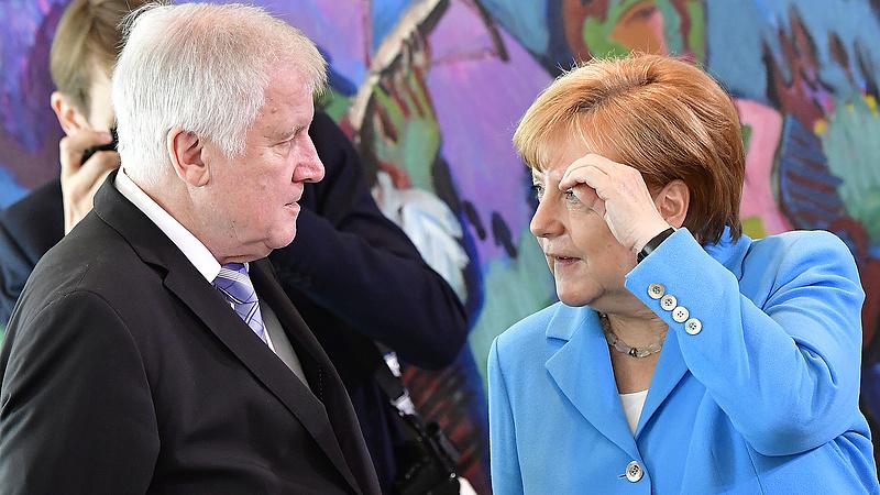 Összekapott Merkel és Seehofer a menekültek miatt - közel a szakítás?