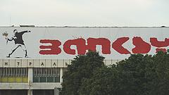 Példátlan sorsot szánnak Banksy egyik legismertebb művének