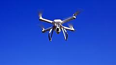 Komolyan szabályoznák a drónreptetést