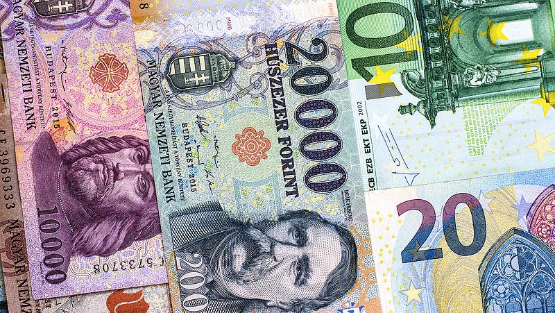 Maradt 320 felett az euró - gyengül a forint