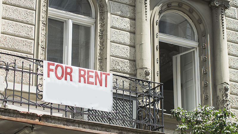 Tisztességtelen szerződési feltételek miatt áll bíróság előtt egy ingatlanközvetítő