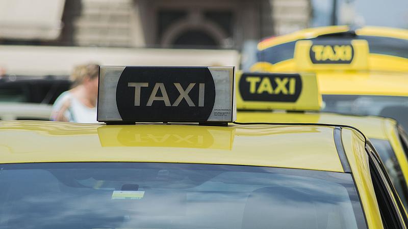 A rendszerváltást idéző helyzetben a taxizás